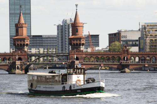 MS Vera vor der Oberbaumbrücke Berlin