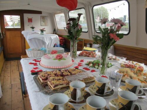 Salon mit Buffet Hochzeit auf dem Schiff